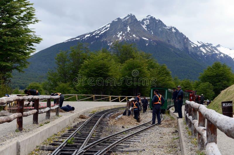 Lavoratori di ferrovia sulla ferrovia pacifica del sud nel mondo fotografia stock libera da diritti