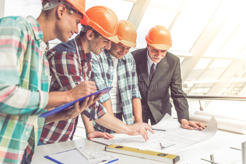 Lavoratori di industria dell'edilizia immagine stock libera da diritti