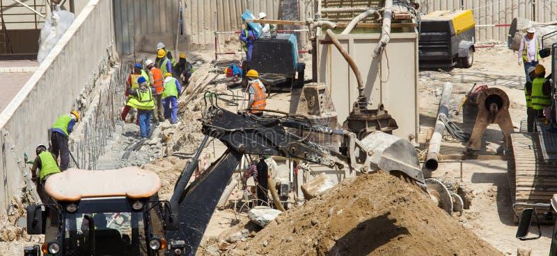 Lavoratori e macchine nella costruzione immagine stock libera da diritti