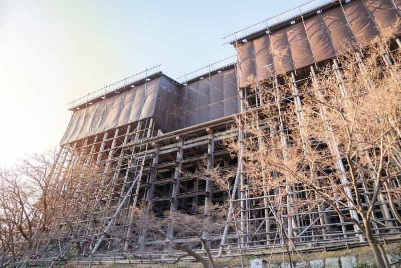 In lavorazione, restauro/riparazione/rinnovare la costruzione del tempio di Kiyomizu-dera fotografia stock libera da diritti