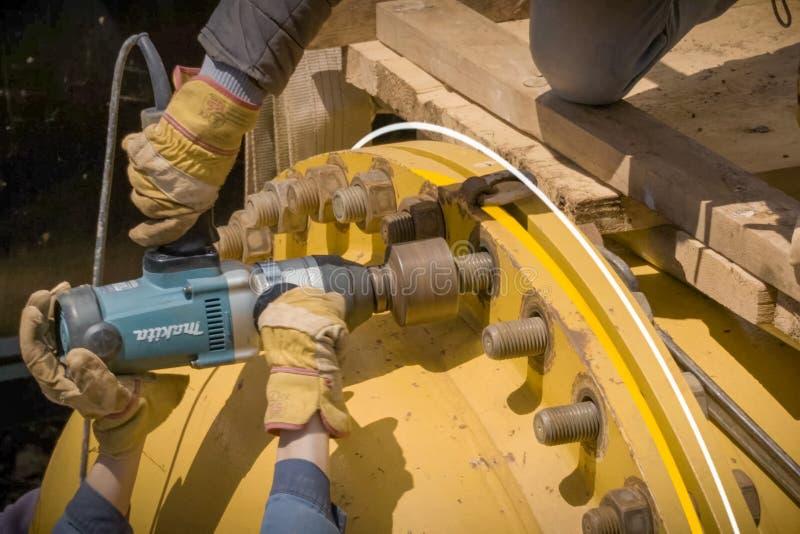 Lavori di costruzione sull'installazione della conduttura Installazione e costruzione del gasdotto fotografie stock libere da diritti
