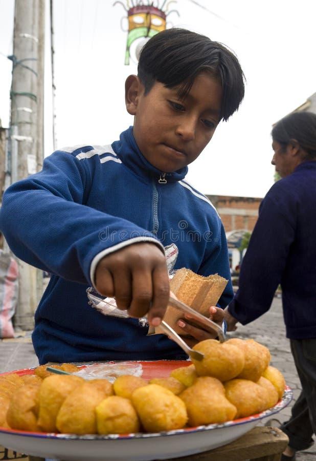 Lavori infantili - Otavalo - Ecuador fotografie stock