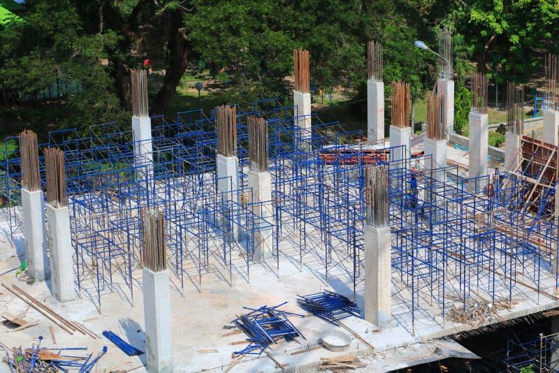 Lavori la costruzione e l'impalcatura nella costruzione del posto di lavoro del sito fotografia stock