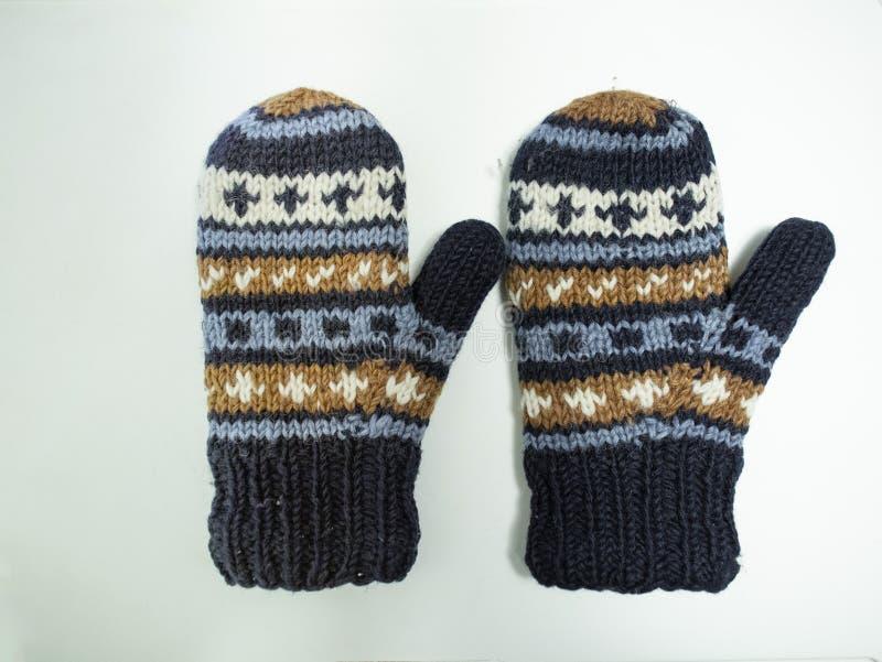 Lavori a mano i guanti con oro blu ed il modello bianco fotografie stock libere da diritti