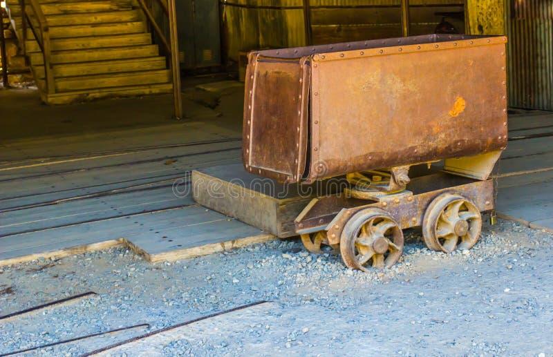 Lavori minerari d'annata di Rusty Ore Cart Used In fotografia stock