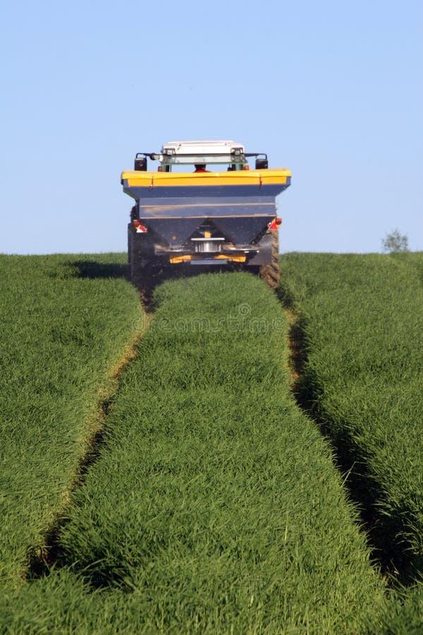 Lavoro agricolo con un selettore rotante fotografia stock