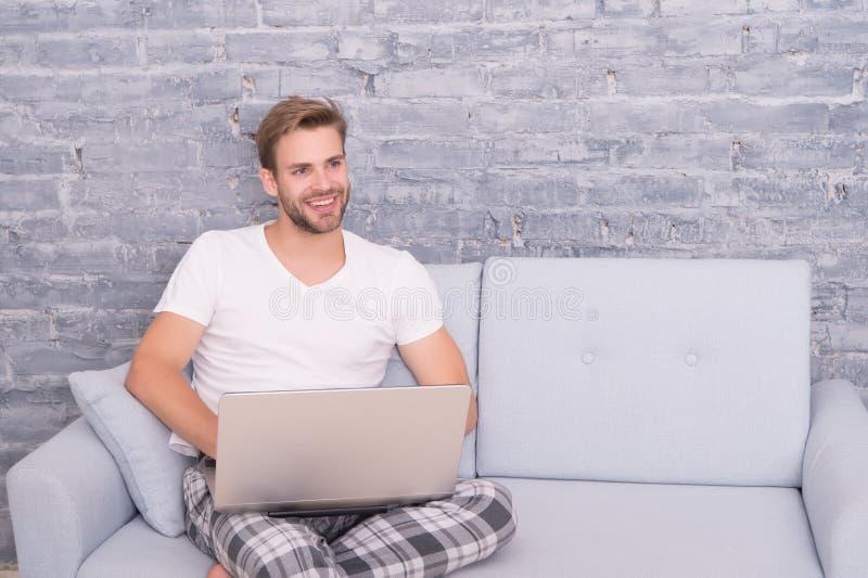 Lavoro da casa Autoisolamento Rimanete a casa Distanza sociale portatile da lavoro Corsi online Comunicazione online fotografie stock