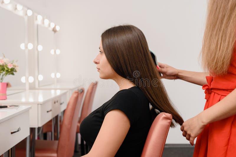 Lavoro del parrucchiere di modo fotografie stock