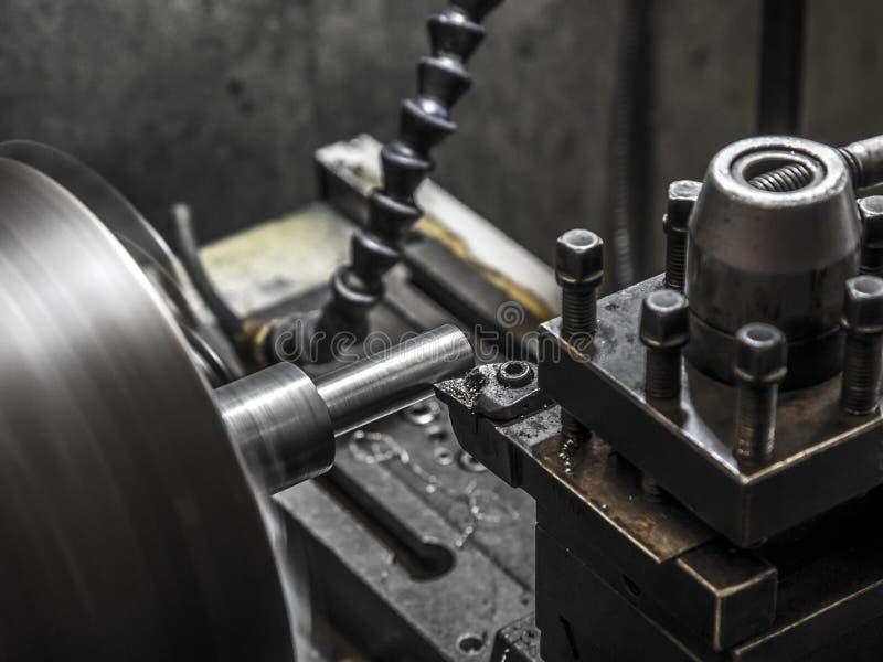 Lavoro della macchina del tornio di industria immagine stock libera da diritti