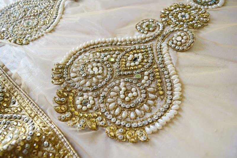 Lavoro della perla su tessuto immagine stock