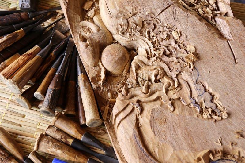 Lavoro dello strumento del carpentiere dello scalpello da legno della sgorbiatura di legno immagine stock