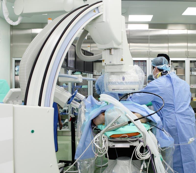 Lavoro di medici nel laboratorio di radiologia. fotografia stock