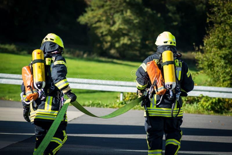 Lavoro di squadra dei vigili del fuoco in Germania immagini stock libere da diritti