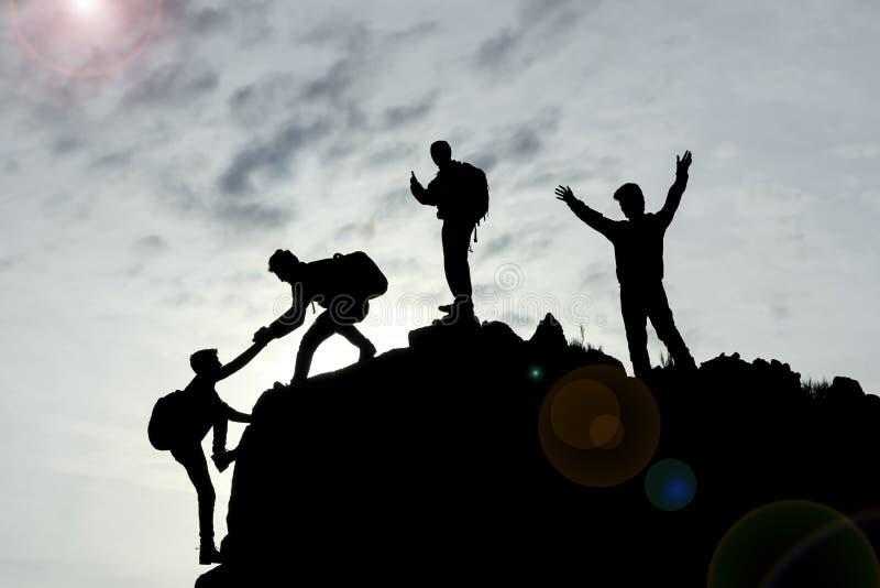 Lavoro di squadra e successo con unità e cooperazione fotografia stock