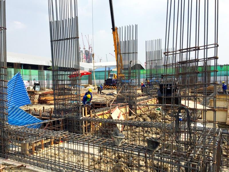 Lavoro e fondamento civili della costruzione di edifici fotografia stock libera da diritti
