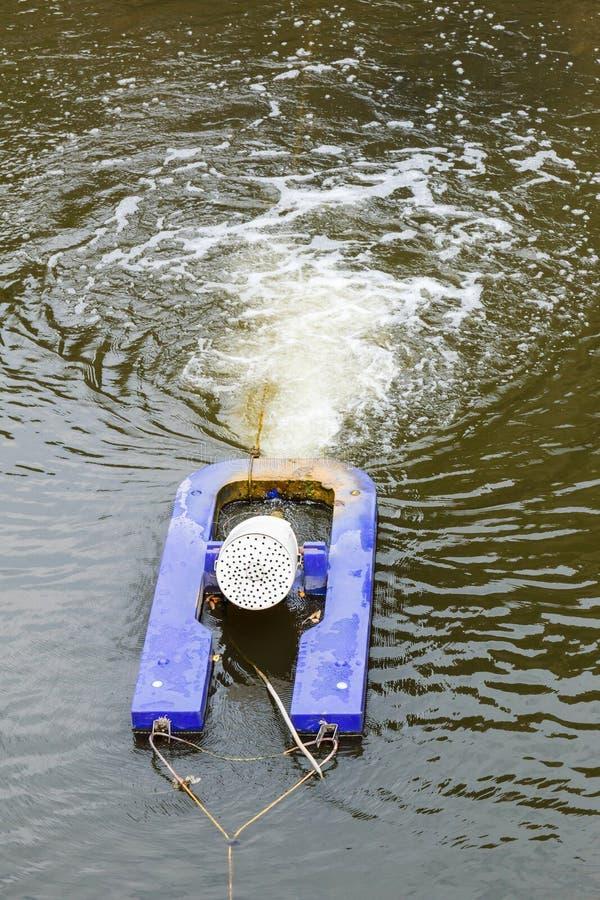 Lavoro a macchina di aerazione in acqua fotografia stock