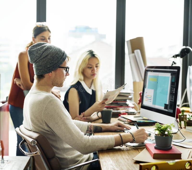 Lavoro moderno di concetto dell'ufficio da progettare fotografia stock libera da diritti
