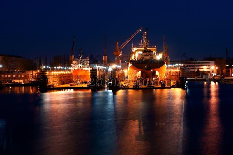Lavoro notturno in iarda fotografie stock libere da diritti