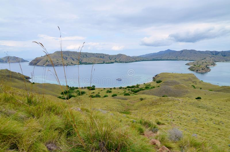 Lawadarat ö och Lawalaut ö, Komodo nationalpark, Flores, Indonesien arkivbilder