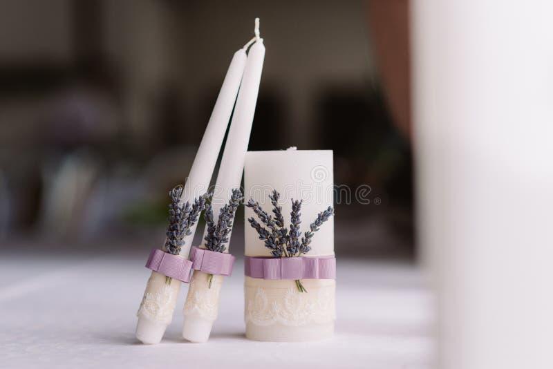 Lawendowe ślubne świeczki obrazy royalty free