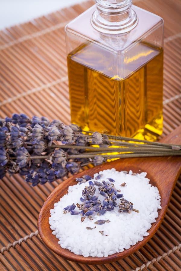 Lawendowego masażu nafcianej i kąpielowej soli aromata terapii wellness obraz stock