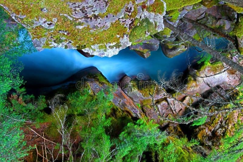 Lawinen-Nebenfluss-Wasserfall Montana stockbilder