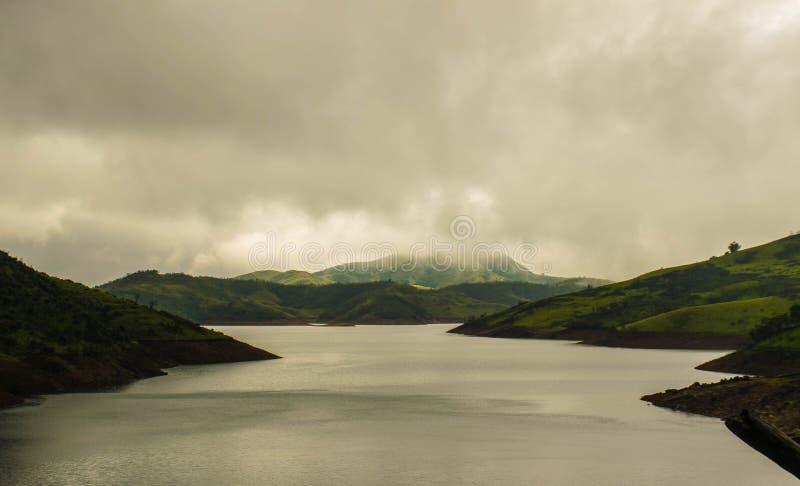 Lawinowy jezioro w Ooty podczas pory deszczowa zdjęcia stock