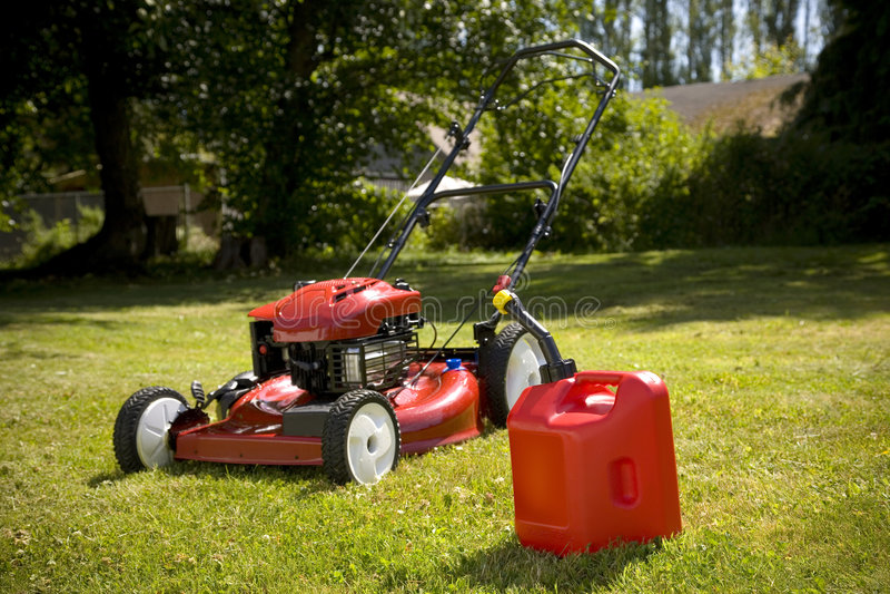 lawngräsklippningsmaskinred royaltyfria bilder