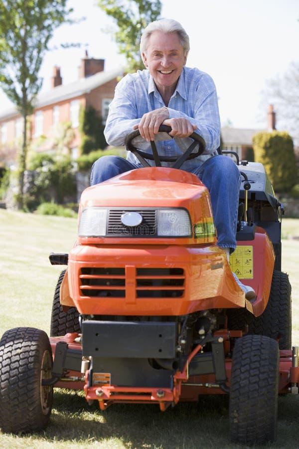 lawnmower man outdoors smiling στοκ εικόνα