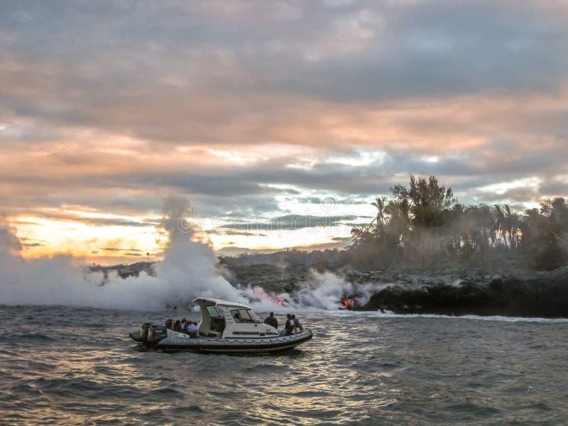 Lawowa łódkowata wycieczka turysyczna Kilauea obraz stock