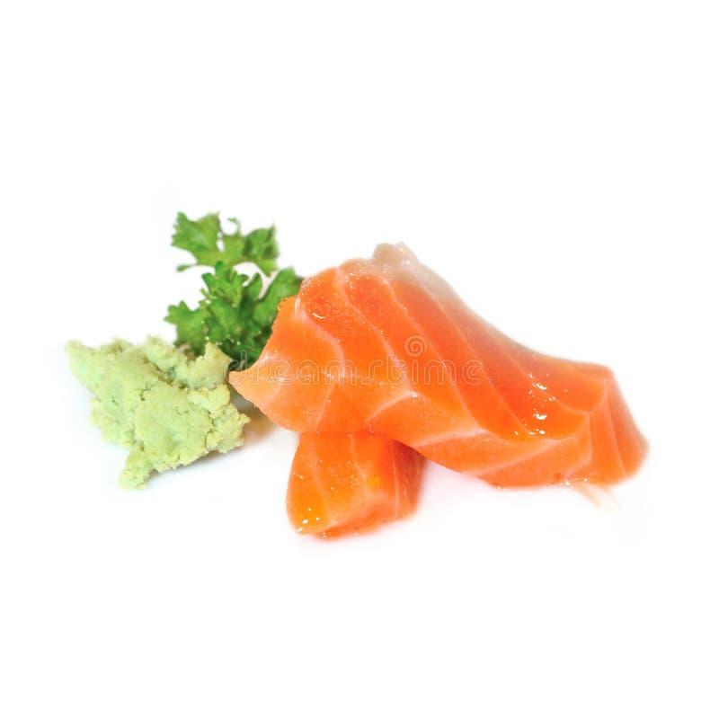Lax Ny rå laxfiskskiva med persilja och vasabi royaltyfria bilder