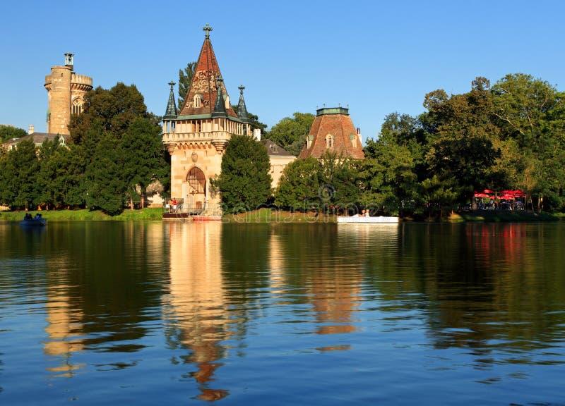 laxenburg строба замока к воде стоковые фотографии rf