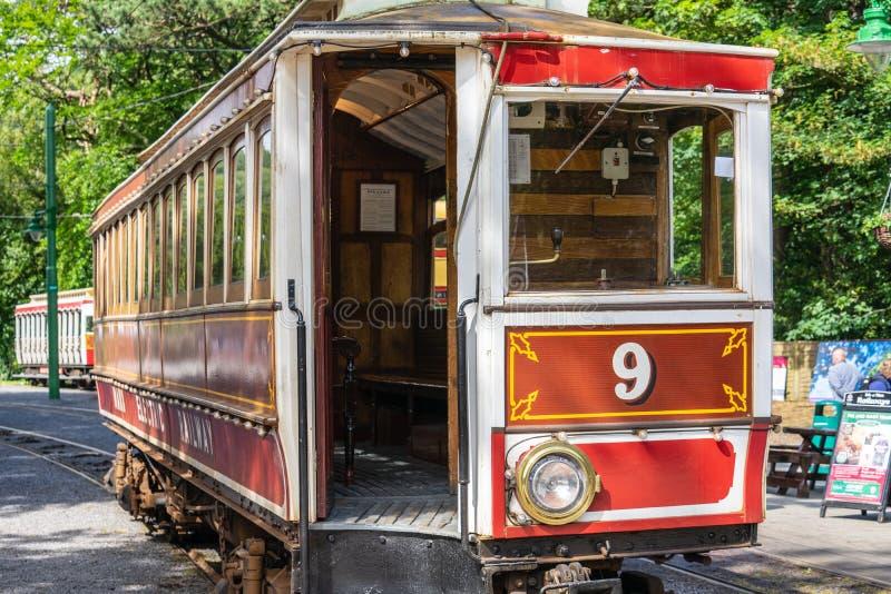 Laxey,曼岛,2019年6月15日 马恩岛的电铁路是连接道格拉斯,Laxey的一条电城市间的电车轨道和 库存图片