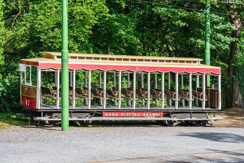 Laxey,曼岛,2019年6月15日 马恩岛的电铁路是连接道格拉斯,Laxey的一条电城市间的电车轨道和 图库摄影