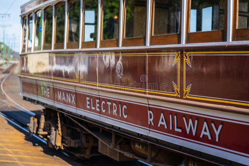 Laxey,曼岛,2019年6月15日 马恩岛的电铁路是连接道格拉斯,Laxey的一条电城市间的电车轨道和 库存照片