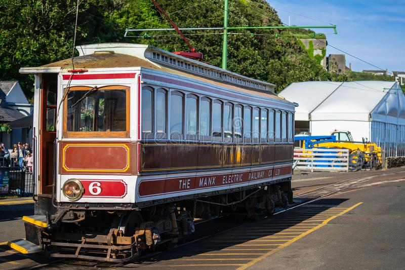 Laxey, ilha do homem, o 15 de junho de 2019 A estrada de ferro elétrica Manx é um bonde interurban elétrico que conecta Douglas,  imagens de stock royalty free