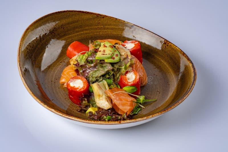 Laxsallad med avokadot, Philadelphia p? restaurangen royaltyfri bild