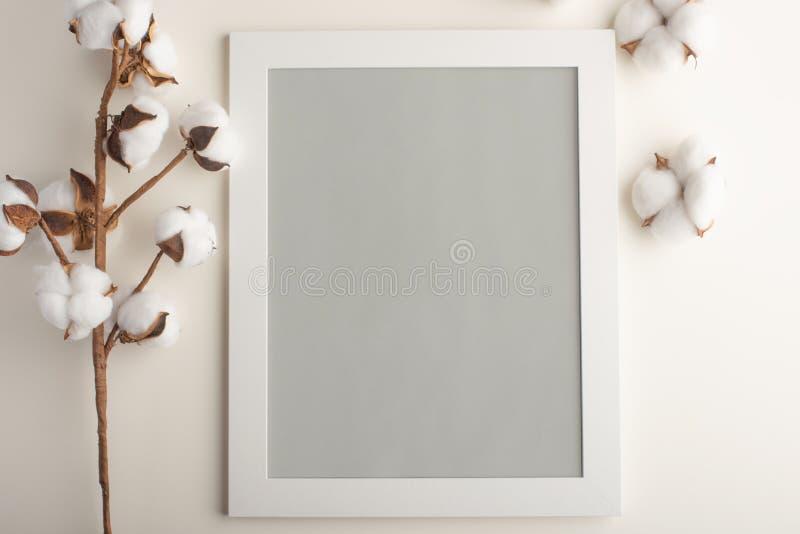 Lay-out van het kader in grijze neutrale kleur Voor ontwerp of het van letters voorzien op een lichte achtergrond Model stock afbeelding