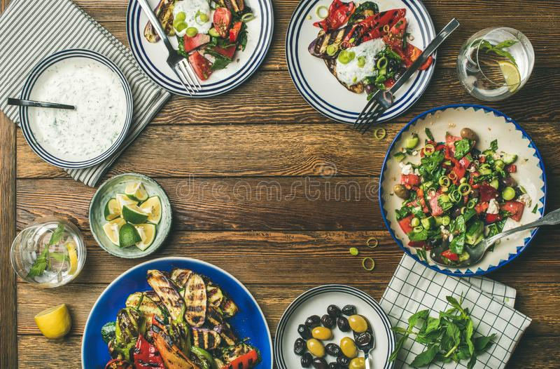 Lay zdrowy jarski obiadowego stołu położenie zdjęcia stock