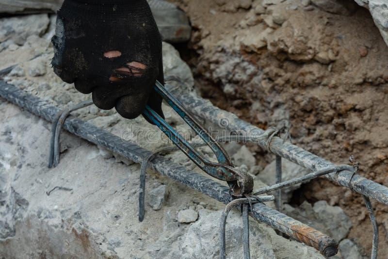 Laybor связывает сталь для строительной площадки стоковое фото