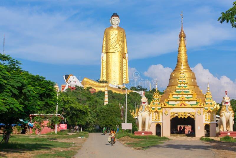 Laykyun Sekkya i Monywa, Myanmar Bodhi Tataung är den stående Buddha den andra mest högväxta statyn i världen arkivbild