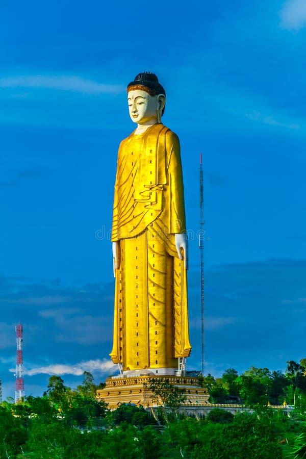 Laykyun Sekkya w Monywa Myanmar Bodhi Tataung Stoi Buddha jest drugi wysokim statuą w świacie zdjęcia stock