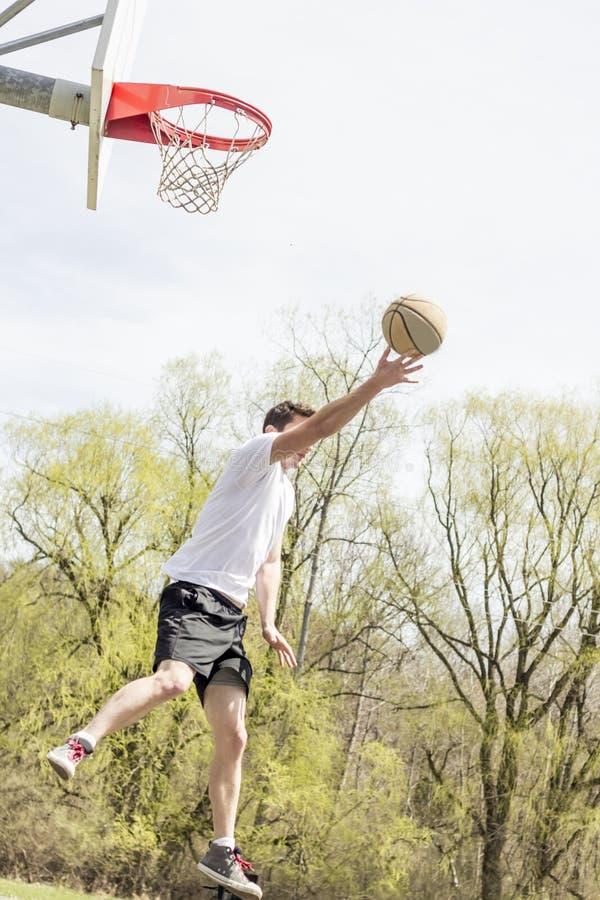 Layups de lujo del baloncesto fotografía de archivo libre de regalías