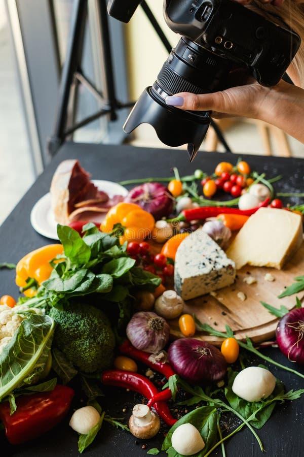 Lazer moderno da arte do equipamento do fotógrafo do alimento fotografia de stock