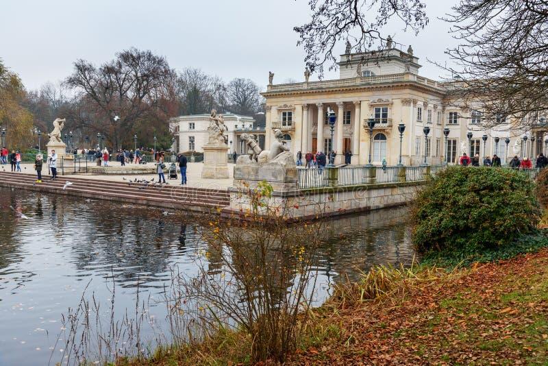 Lazienki-Palast oder Palast auf dem Wasser in den königlichen Bädern parken warschau polen lizenzfreies stockbild