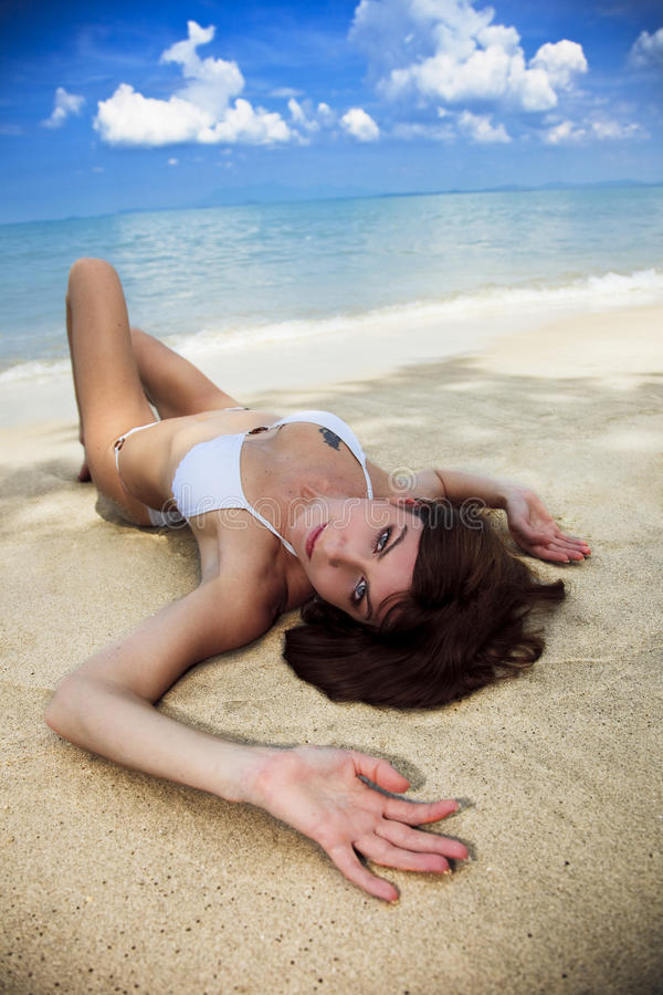 Lazing Em Uma Praia Tropical Foto de Stock