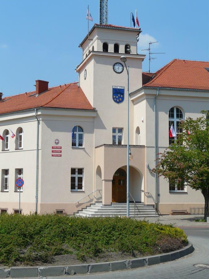 LAZISKA GORNE, SILESIA, POLEN - stadshus i centret av Laziska arkivbild