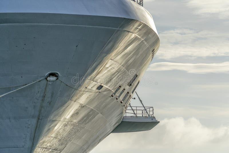 Lazo de la proa del barco de cruceros en la Florida imagenes de archivo