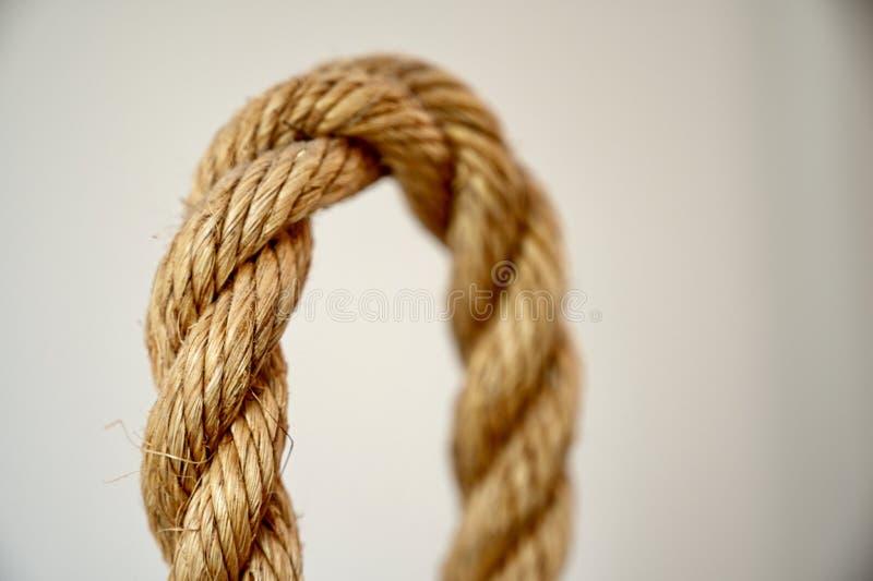 Lazo texturizado de la cuerda con la falta de definici?n del foco imagen de archivo