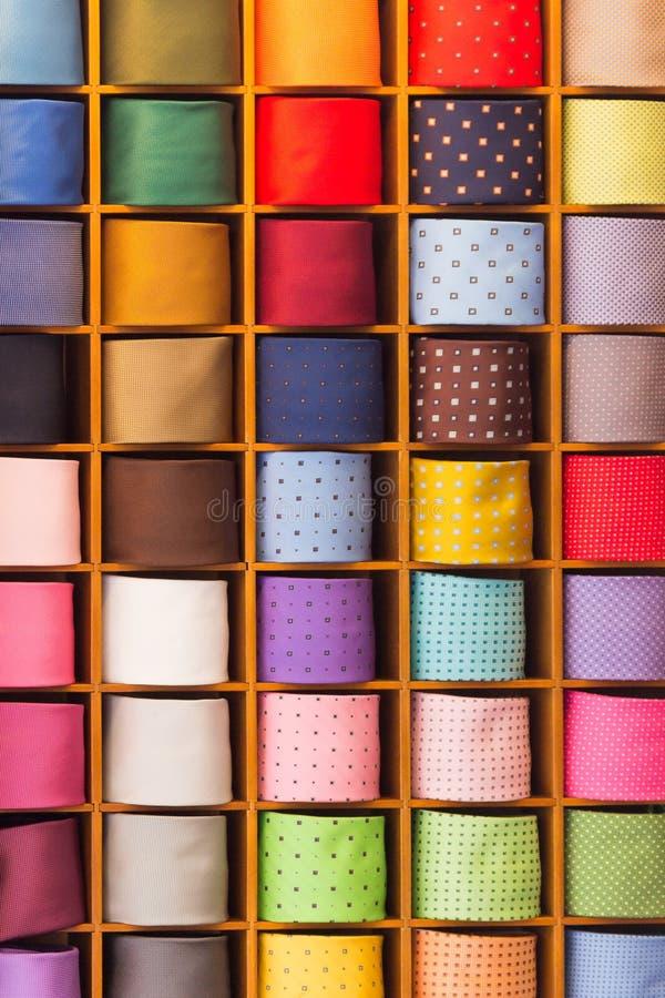 Lazos coloridos del noname en la exhibición foto de archivo libre de regalías
